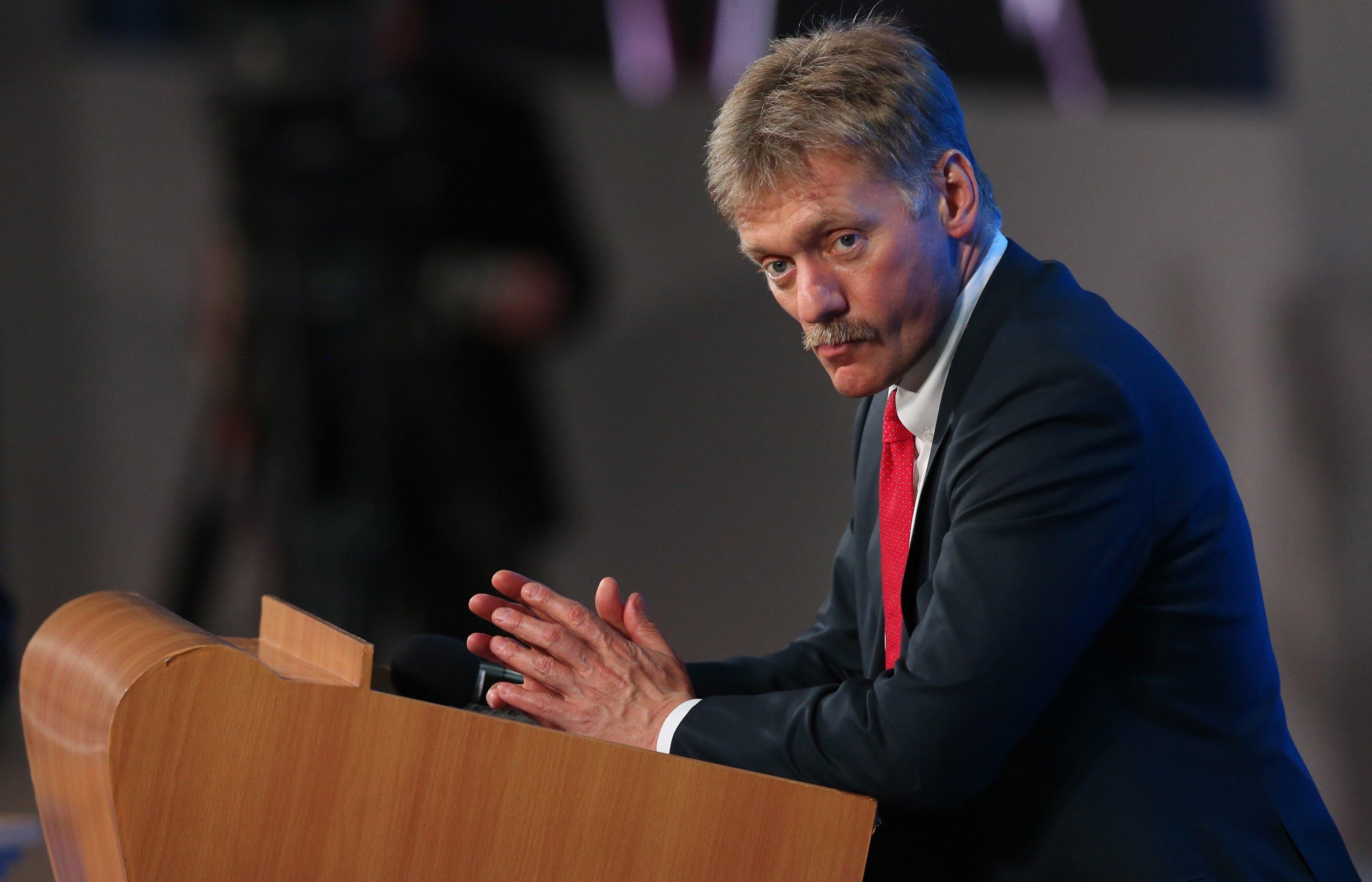 Песков: Кремль следит за ситуацией в Луганске