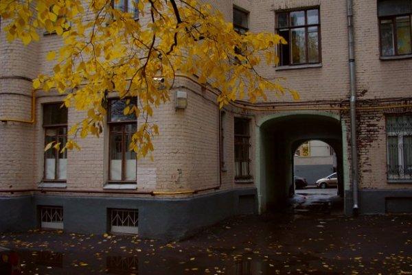 В Москве обстреляли школьников игравших во дворе дома