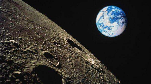 Уфологи обнаружили на Луне потайной вход в базу инопланетян