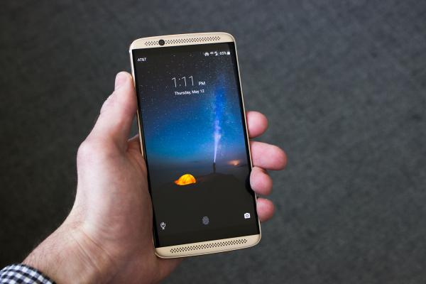 В январе выйдет обновление Android 7.0 Nougat для смартфона ZTE Axon 7