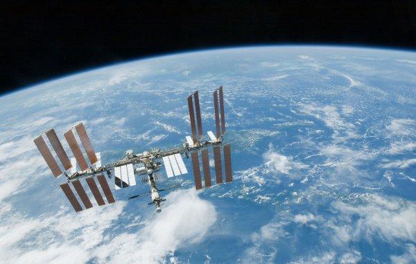 SpaceX хочет разместить на орбите более 4 тыс спутников для интернета