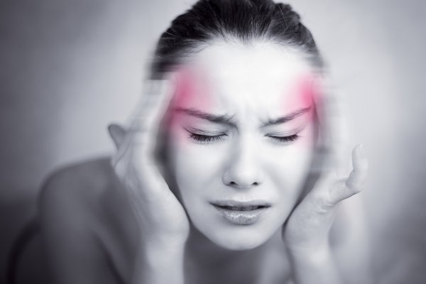 Мигрень у женщин часто является предвестником инсульта - Ученые