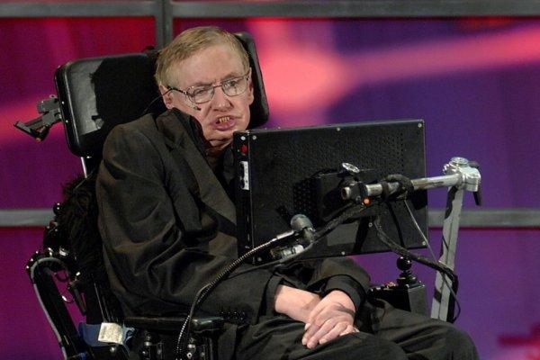 Стивен Хокинг в очередной раз призвал человечество покинуть Землю
