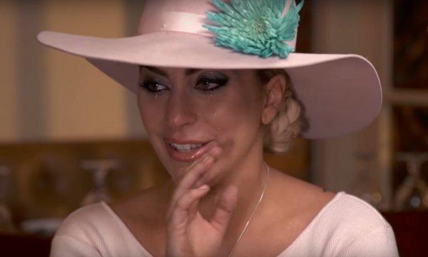 Леди Гага расплакалась во время интервью