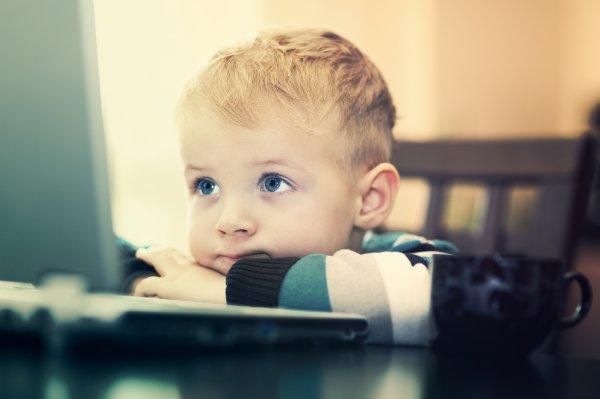 Ученые: Сидячий образ жизни приводит к снижению успеваемости у мальчиков