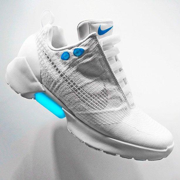 4cd51162 Компания Nike открыла продажи самозашнуровывающихся кроссовок : Hi ...