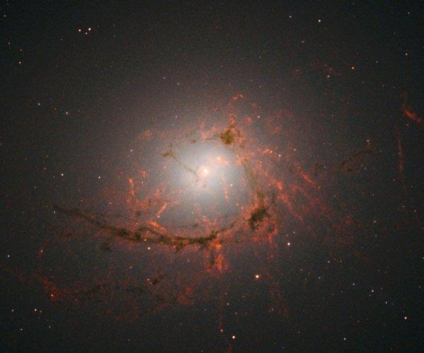 Специалисты NASA обнаружили эллиптическую галактику