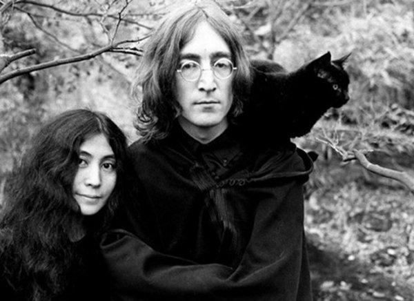В Петербурге открыли уникальную фотовыставку о Ленноне и Йоко Оно