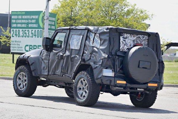 Jeep работает над гибридными внедорожниками и пикапами