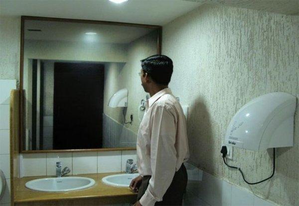 Ученые: В зеркале можно рассмотреть симптомы болезней
