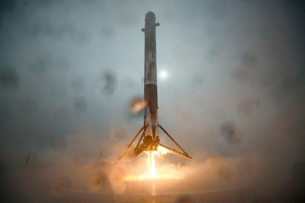 SpaceX осуществит первый после аварии запуск Falcon 9 в 2017 году
