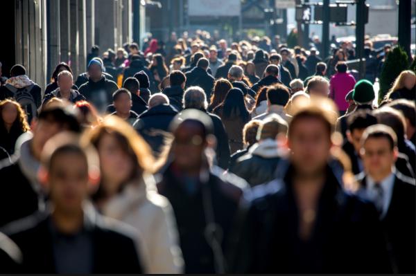 Ученые: Встречи с незнакомцами полезнее, чем общение с друзьями