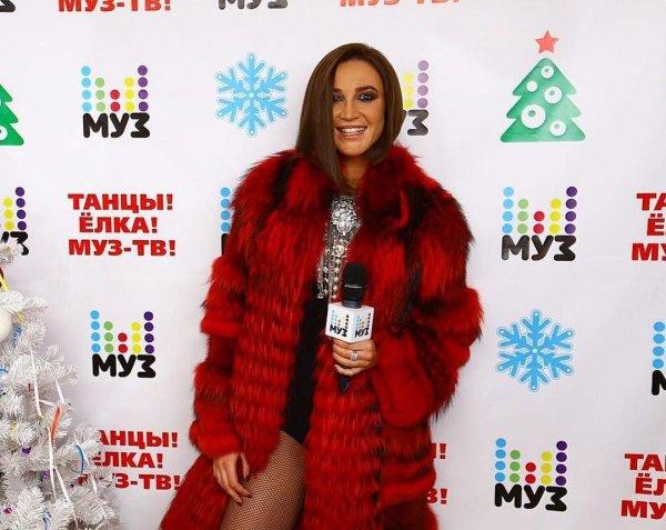Ольга Бузова сверкала ягодицами на сцене Муз-ТВ
