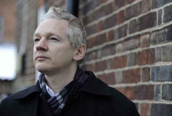 Ассанж отрицает, что Россия была источником Wikileaks