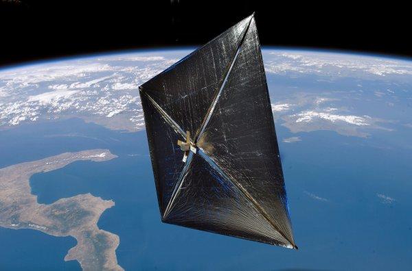 Ученые запустят к Солнцу уникальный парусный спутник