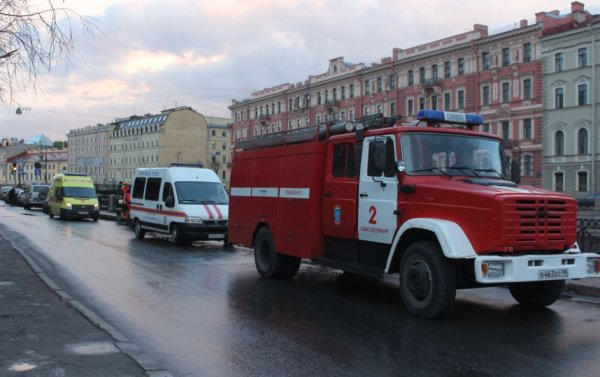 В Санкт-Петербурге местные жители спасли из горящего дома 7-летнего мальчика