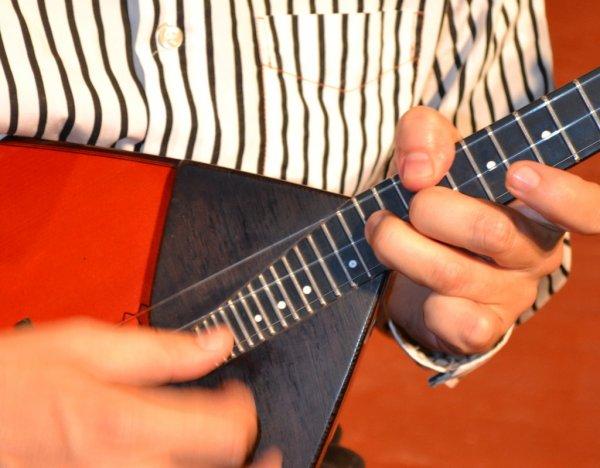 Музыканты-народники исполнили знаменитые песни в оригинальной аранжировке