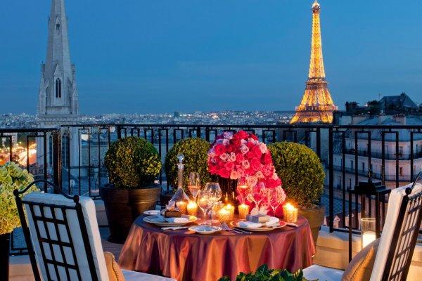 В Париже после 5-дневной забастовки возобновляет работу Эйфелева башня