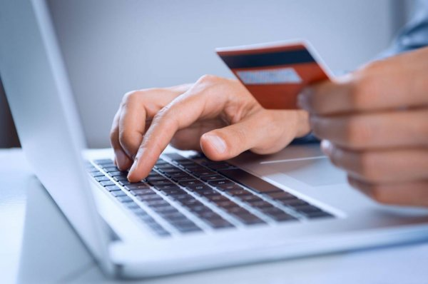 Четверть жителей России покупает вещи онлайн