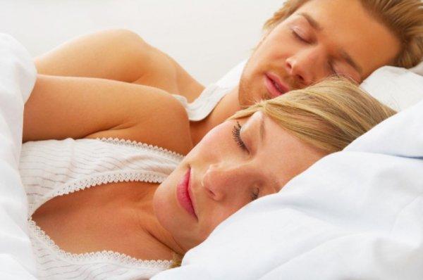 Спать супругам раздельно полезно для здоровья – Ученые