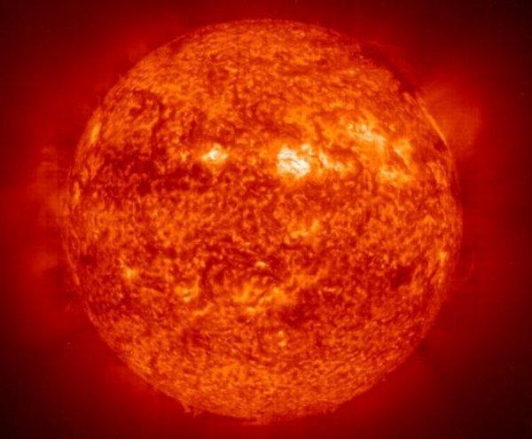 Ученые нашли объяснение, почему поверхность Солнца вращается медленнее его ядра