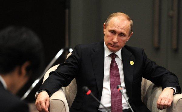 Путин: Мы пытаемся возродить библиотеки
