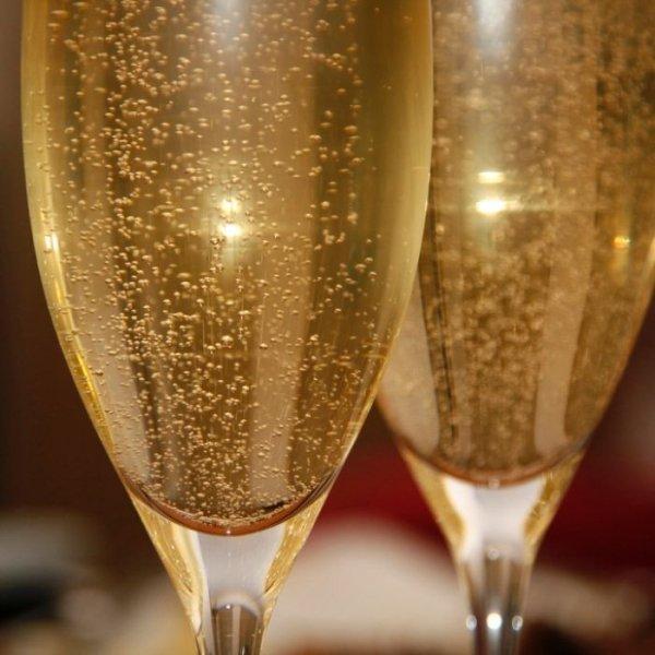 Ученые: Вкус шампанского зависит от размера и величины пузырьков