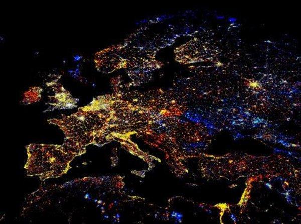 NASA опубликовала захватывающий снимок ночной Европы с МКС