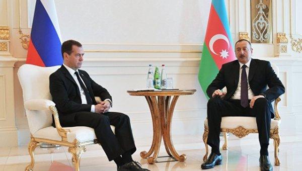 Медведев поздравил Алиева с 55-летием