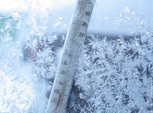 В Сибири девушка замерзла возле школы