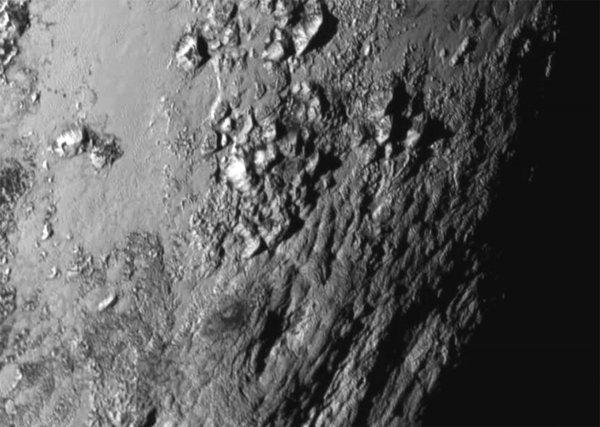 Ученые нашли на спутнике Плутона следы подземного океана