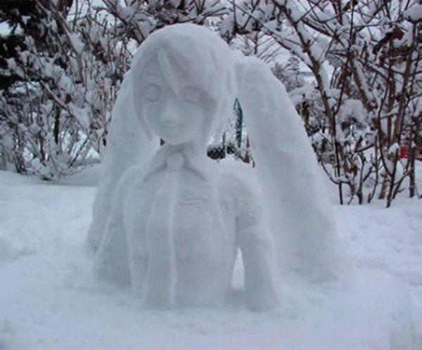 Жители Воронежа публикуют в Сети фото необычных снеговиков