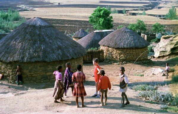 Компании Samsung и Apple выступили против эксплуатации детей в Конго