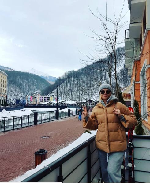 Полина Гагарина опубликовала в сети новогодние снимки с отдыха в Сочи
