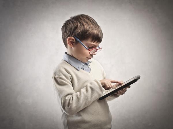 Ученые назвали оптимальный возраст для покупки ребенку смартфона