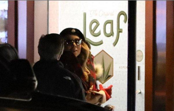 Мэрайя Кэри была замечена папарацци во время визита в магазин марихуаны