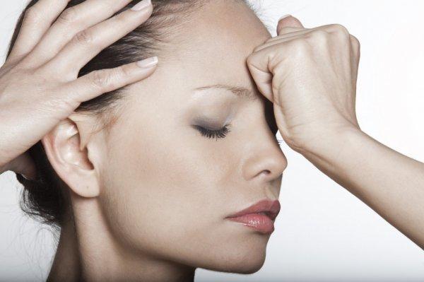 Дефицит витамина D может вызвать хронические головные боли - ученые
