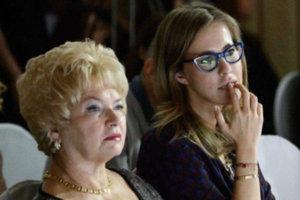 Ксения Собчак опубликовала в Instagram пугающий снимок с матерью