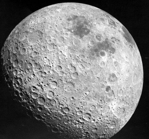 Поверхность Луны заискрилась от солнечных бурь