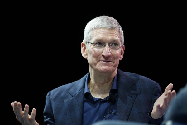 Тим Кук лишился 15% доходов из-за плохих показателей Apple