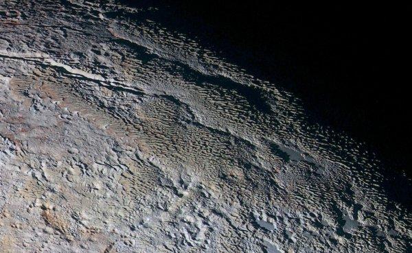 NASA опубликовала снимок ледяной горы на Плутоне