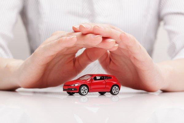 Мужчины тратят на автострахование больше денег, чем женщины