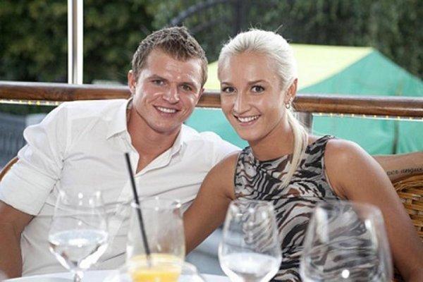 Дмитрий Тарасов и Ольга Бузова подшучивают друг над другом в соцсетях