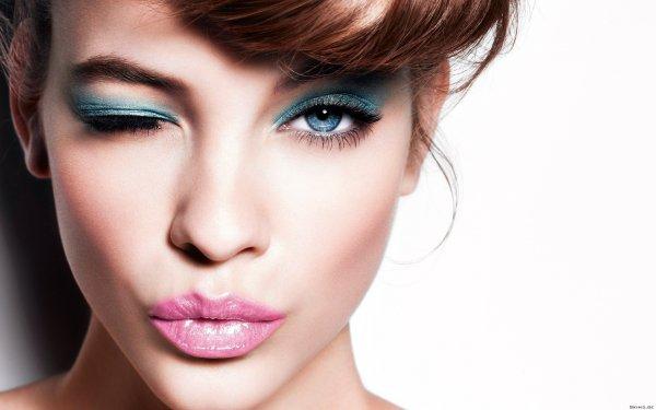 Ученые определили, как макияж влияет на успех в работе