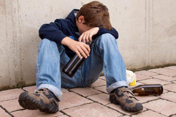 Ученые: Употребление алкоголя в юности изменяет активность мозга