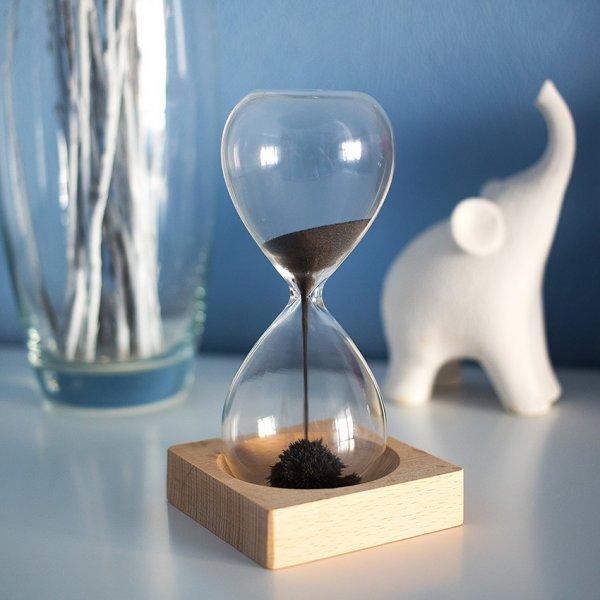 """Ученые объяснили феномен """"тянущегося"""" и """"летящего"""" времени"""