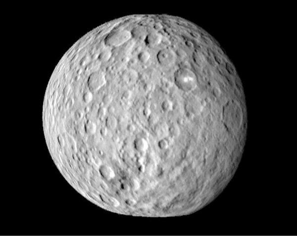 Планетологи исследовали состав поверхности Цереры