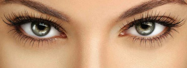 Во время моргания мозг переставляет глазные яблоки - ученые
