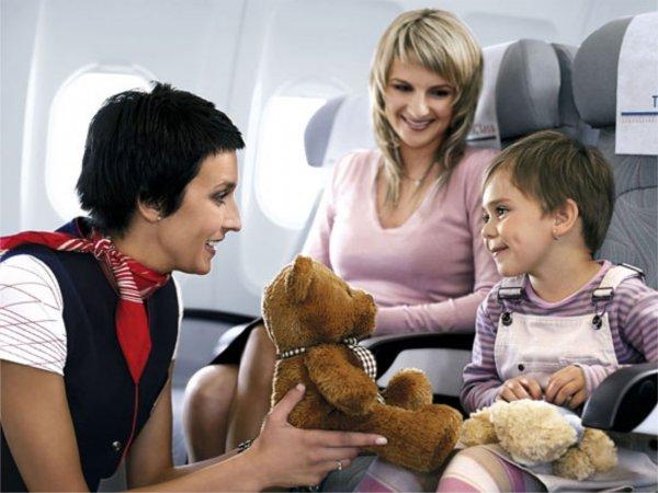 Педиатр рассказал, почему дети плачут в самолетах
