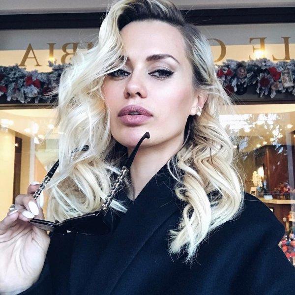 Виктория Боня подверглась критике за отсутствие белья под платьем